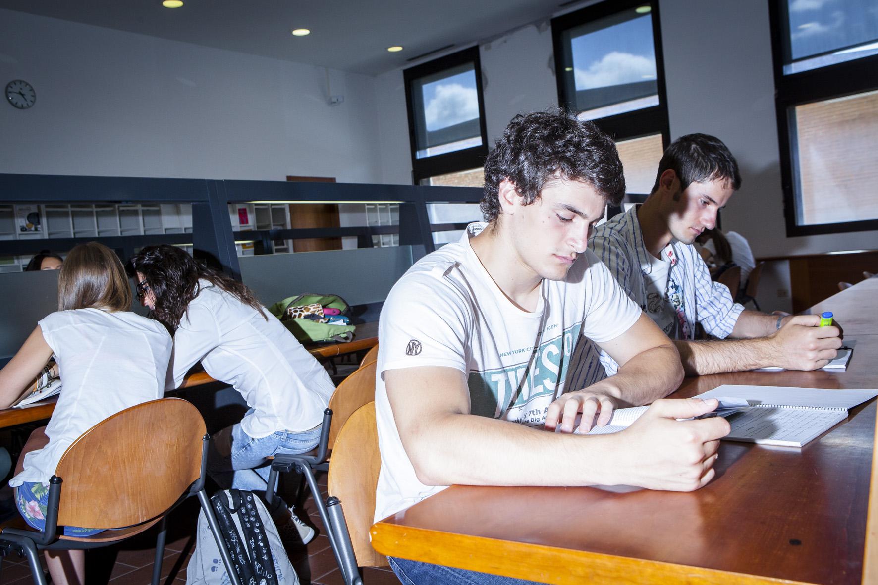 26. ITALIANI STUDENTI. FOTO MARIO LLORCA.WWW.MARIOLLORCA.COM