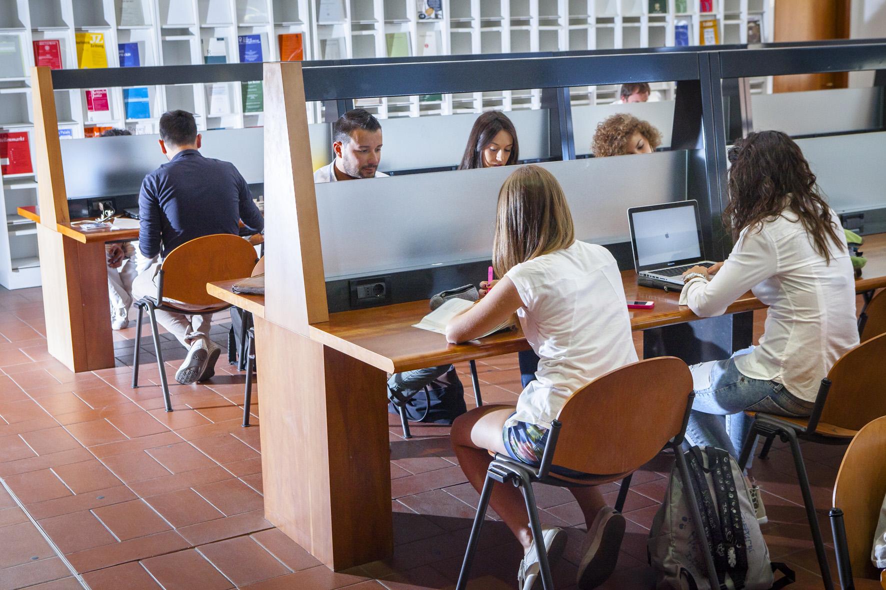 41. ITALIANI STUDENTI. FOTO MARIO LLORCA.WWW.MARIOLLORCA.COM